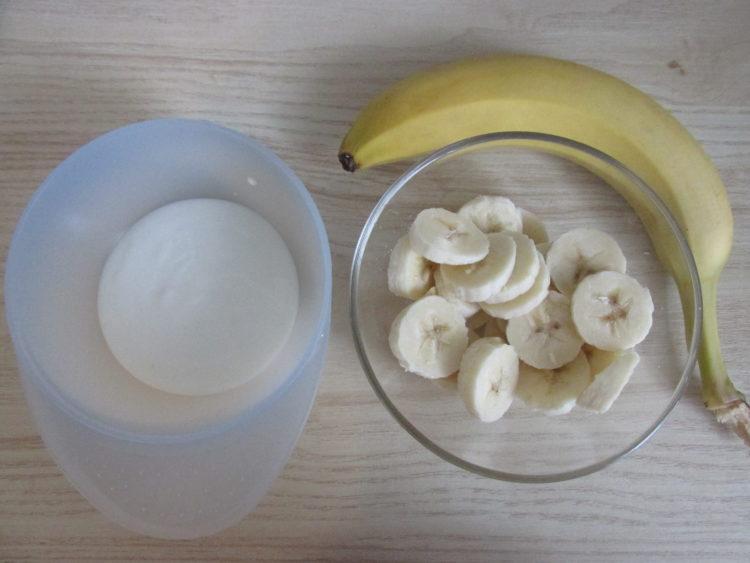 Jogurt z bananem (raczkujac.pl)